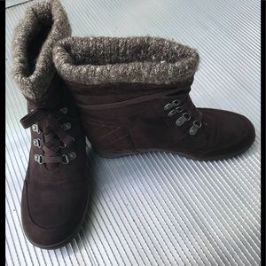 GUESS WOMEN'S WEDGE BROWN BOOTIES